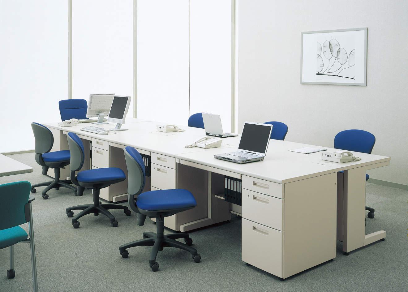オフィスデスクの写真
